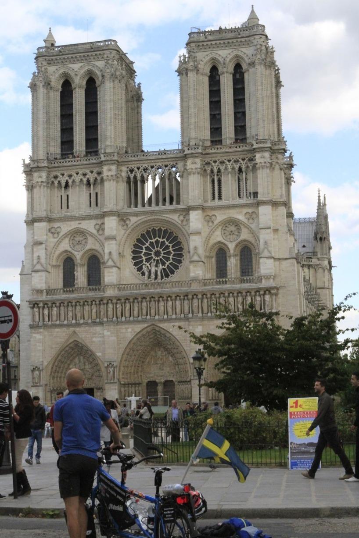 Vi ville att cykeln skulle få uppleva Notre Dame :)