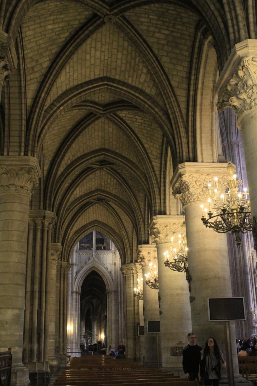 Efter maten gjorde vi ett besök i Notre Dame