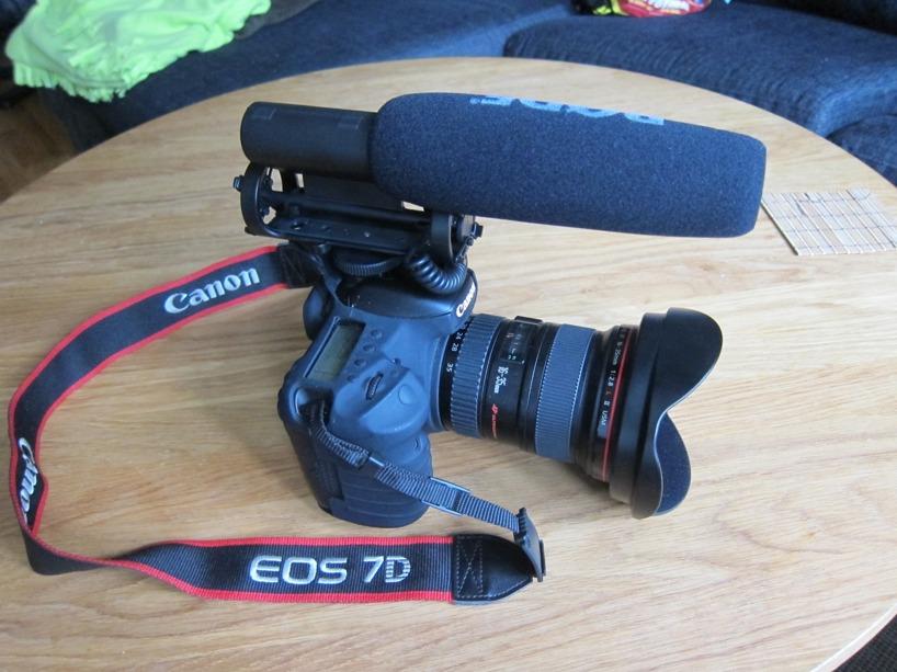 Nej, det är ingen missil :) Nyköpt mic för videobloggen Wateraid önskar att vi ska göra! Videoblogg, detta börjar bli stort hörrni!