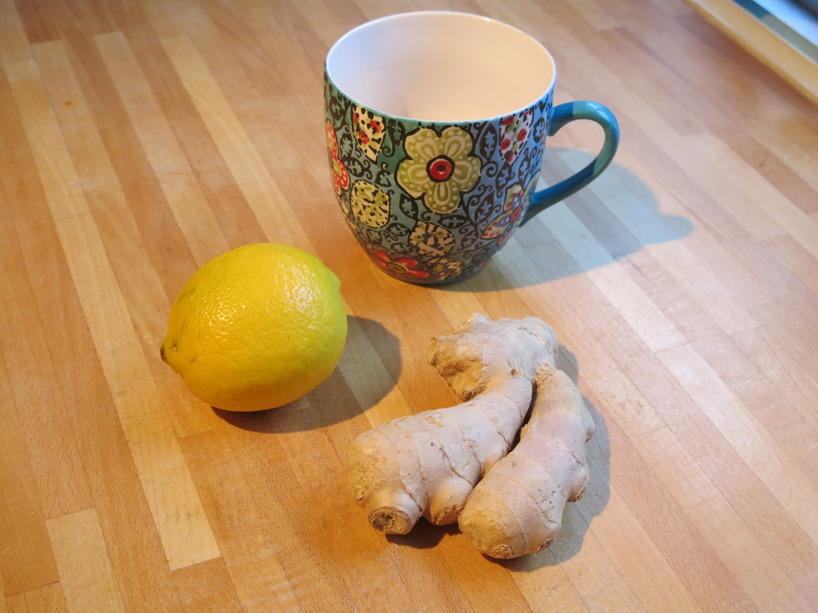 En favorit som gör min mage lugn - en kopp hett vatten med ingefära och citron.