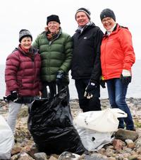 Internationellt deltagande i årets strandstädning. Foto CeWe.