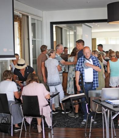 Sommarmötet 2018 på Grand. Bilden är från insläppet; mer än 80 personer ville vara med. Foto CeWe