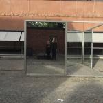 Vi speiler oss i Dan Grahams verk utenfor moderna museet. Et kunstnerpar i et kunstverk :)