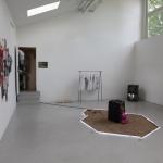 Vi tok en tur innom Galleri Mejan også. Sanden på gulvet påminner meg om en installasjon jeg selv gjorde direkte etter endte studier på kunstakademiet i Antwerpen. Skal se om jeg kan finne bilde av de
