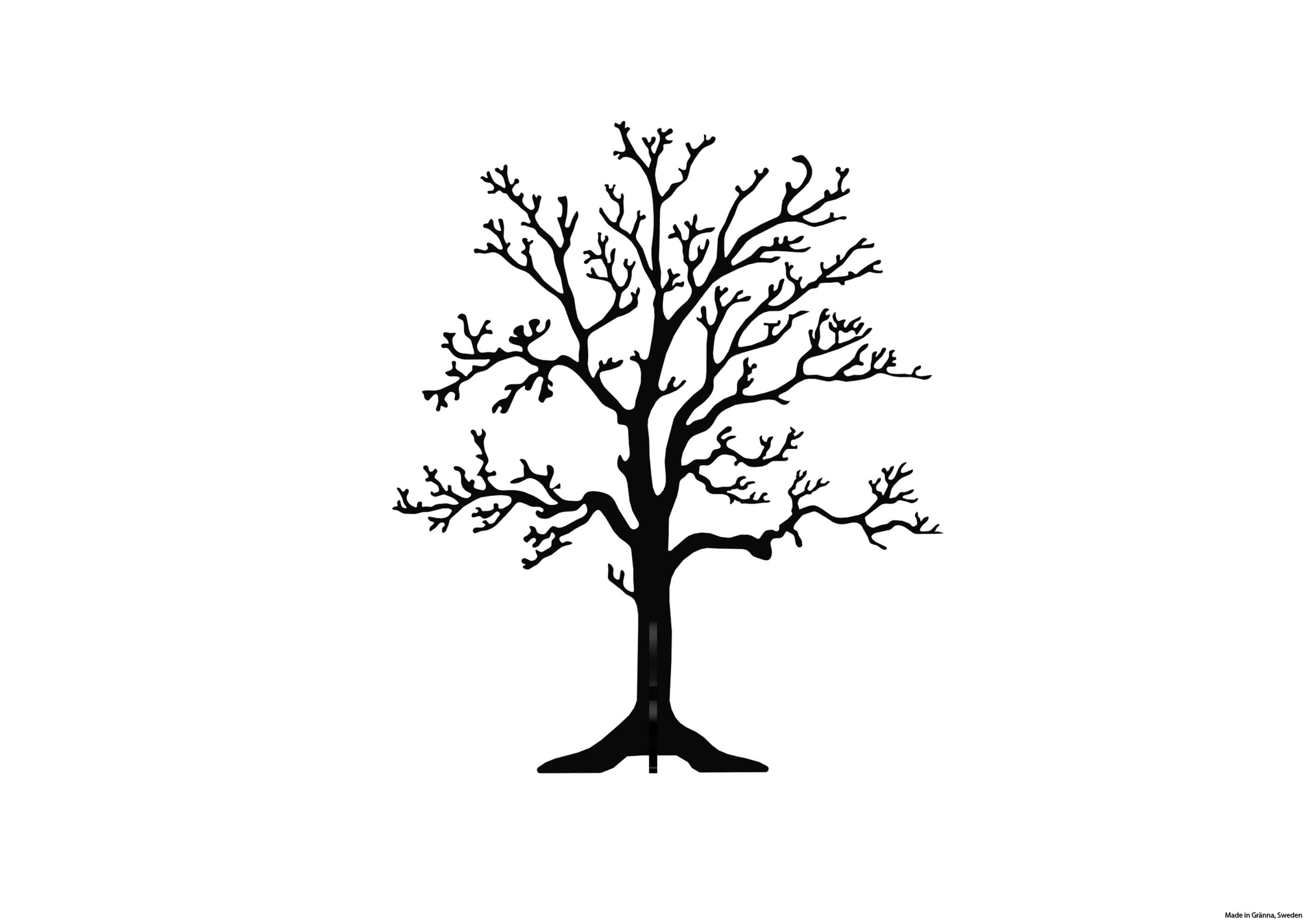 Svart träd på fot framifrån