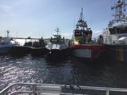 Många båtar på Söderarm under fyrdagen.