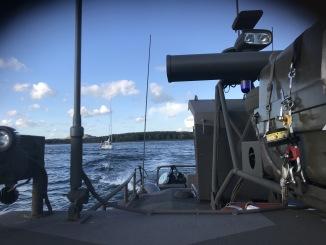 Bogsering av havererad segelbåt till Viggbyholmsmarina.