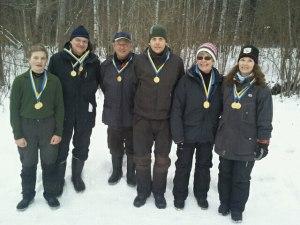 Distriktsmästare i Stockholm 2013 blev: fr.v.  David Öhman, (YHJ), Mats Arnoldsson, (HV), Mikko Paso, (ÄHV), Anders Lövgren, (H), Inga-Lill Jonsson, (DV) och Carina Widerberg, (D).