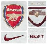ARSENALs bortatröja 2007 - 2008 och tredje tröja 2008 - 2009 detaljer