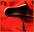 BELGIENs förstatröja i Brasilien-VM 2014 detaljer. Detalj vid ärmen
