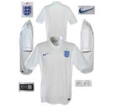 Till ENGLANDs förstatröja i Brasilien-VM 2014