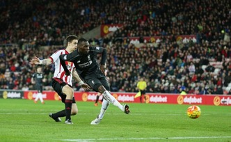 Benteke gör det sista målet i Premier League 2015