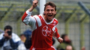 Andreas Thom i Bayer Leverkusen