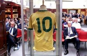 Auktionen av Pelés tröja från VM 1970 på Christie's 2002