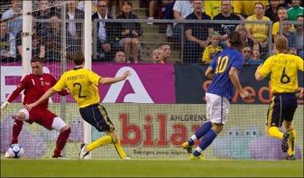 Sverige mot Skottland 2010 verkar ha bytt dress med varandra redan innan matchen.