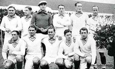 Alexandre Villaplane som kapten står längst bak till höger.