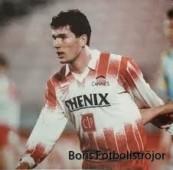 Zinedine Zidane inför sitt första proffsmål.