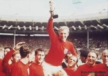 Bobby Moore med Jules Rimet Cup efter VM-segern 1966.