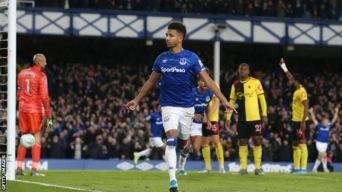 Mason Holgate gör Evertons första mål i matchen och samtidigt sitt allra första mål för Everton på 54 matcher.