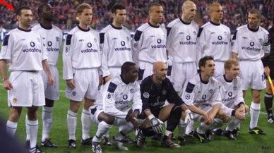 Lagbilden med 12 Manchester Unitedspelare. Karl Power står längst till vänster. Han är den ende som har armbandsur.