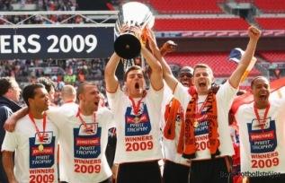 Luton Town vinnare av Football League Trophy, men utan att kunna försvara titeln nästa år.
