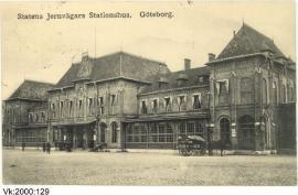 På färdvägarnas omslagsbild, föreställande Göteborgs järnvägsstation. Vykort daterat 1911. Göteborgs statsmuseum.