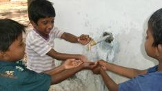 Din hjälp ger dessa pojkar en utbildning.