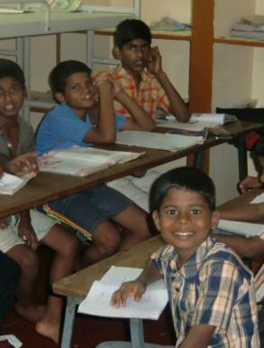 Tillsvidare har man löst problemet så att pojkarna äter, sover och läser läxor i det sk pojkhuset.