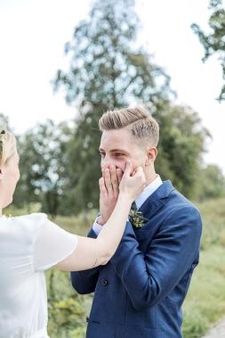 bröllopsfotograf göteborg, Åsa Lännerström, uddetorps säteri, äng, esther franke bröllopsklänning, bohemiskt bröllop, lantligt bröllop, first look, bröllopsfest uddetorps säteri, bröllop uddetorps säteri