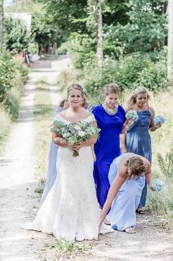 bröllopsfotograf göteborg, Åsa Lännerström, uddetorps säteri, äng, ivory & grace bröllopsklänning, bohemiskt bröllop, lantligt bröllop, first look, brudtärnor, bröllopsfest uddetorps säteri, bröllopsfotografering