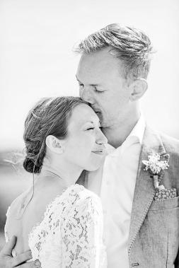 bröllopsfotograf göteborg, Åsa Lännerström, björkö, björkö seaside, bröllop björkö, västkusten, västkustbröllop, first look, bröllopsporträtt, skärgårdsbröllop, bröllopsfest seaside björkö