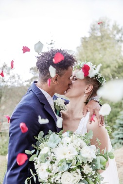 bröllopsfotograf göteborg, Åsa Lännerström, utby kyrka, botaniska trädgården göteborg, nygifta, bröllopsporträtt, botaniska trädgården göteborg bröllop