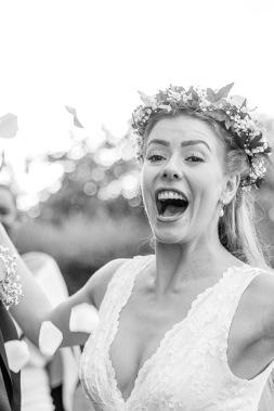 bröllopsfotograf göteborg, Åsa Lännerström, utby kyrka, göteborgs botaniska trädgård bröllop, blomsterkrans bröllop, zetterberg couture bröllopsklänning, bröllopsporträtt botaniska trädgården göteborg
