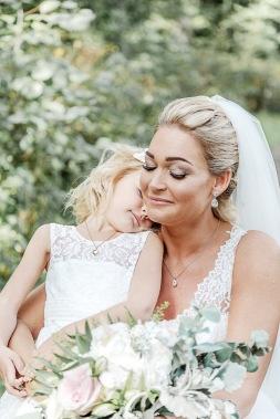 bröllopsfotograf göteborg, Åsa Lännerström, särö, särö blomstermåla, särö västerskog, bröllopsporträtt, bröllop skog, bröllopsfotografering, dotter och mor bröllop, särö västerskog bröllop