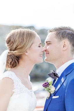 bröllopsfotograf göteborg, Åsa Lännerström, öckerö, öckerö kyrka, hönö, öckerö bröllop, västkustbröllop, hav, klippor, slöja, bröllopsporträtt, first look, skärgårdsbröllop