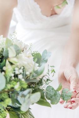 Bröllopsfotografering i göteborg, brudbukett med eukalyptus. Bröllopsfotograf Åsa Lännerström
