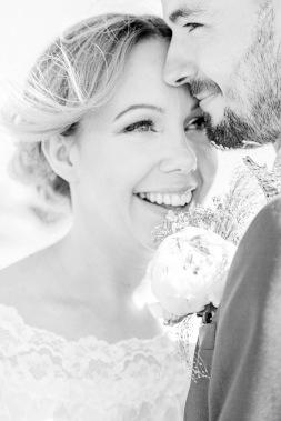 Bröllopsporträtt i svartvitt. Sommarbröllop i Lysekil. Bröllopsfotograf Åsa Lännerström