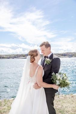 Bröllopsfotografering med first look på marstrand. Bröllopsfotograf Åsa Lännerström