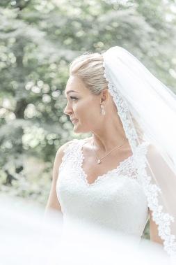 Bröllopsfotografering brudporträtt i slöja, på särö värdshus. Bröllopsfotograf Åsa Lännerström