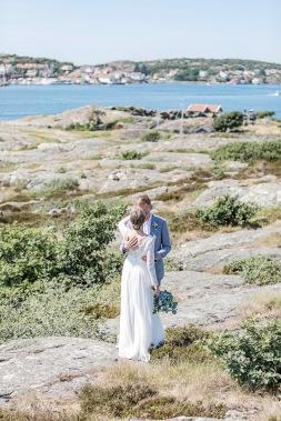 Bröllopsfotografering på björkö i göteborgs skärgård, bland klippor och hav. Bröllopsfotograf Åsa Lännerström