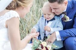 Bröllopsfotografering med familj på Hönö och öckerö i göteborgs skärgård. Bröllopsfotograf Åsa Lännerström