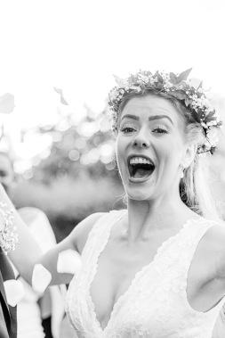 Bröllopsfotografering svartvit bild, nygift brud. Bröllopsfotograf Åsa Lännerström