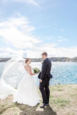 bröllopsfotografering marstrand vid havet och klipporna. First look bröllop. Bröllopsfotograf Åsa Lännerström