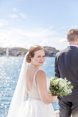 Bröllopsfotografering på marstrand, first look. Bröllopsfotograf Åsa Lännerström