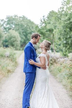 Bröllopsfotografering efter first look vid uddetorps säteri. Bröllopsfotograf Åsa Lännerström
