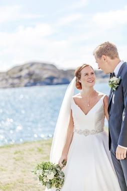 Bröllopsfotografering vid havet på marstrand. Bröllopsfotograf Åsa Lännerström
