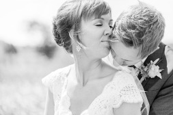 Bröllopsfotografering av brudpar svartvit bild. Bröllopsfotograf Åsa Lännerström