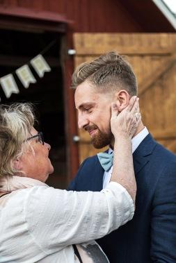 Gratulationer efter vigsel från mamma. Bröllopsfotograf Åsa Lännerström