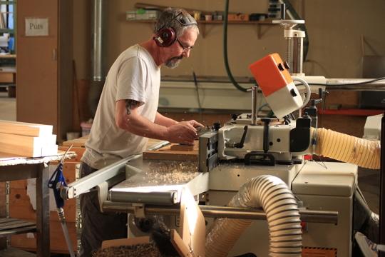 Väl avvägd automatisering och manuell bearbetning bäddar för högsta kvalitet i vår serieproduktion.