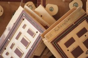 Möbeltillverkning i massivträ och skivmaterial.